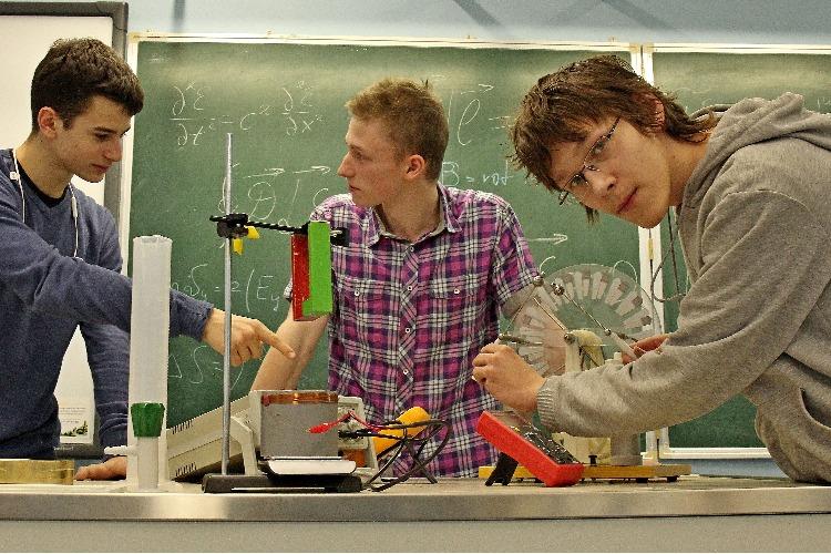 Пора принять участие в олимпиаде по физике