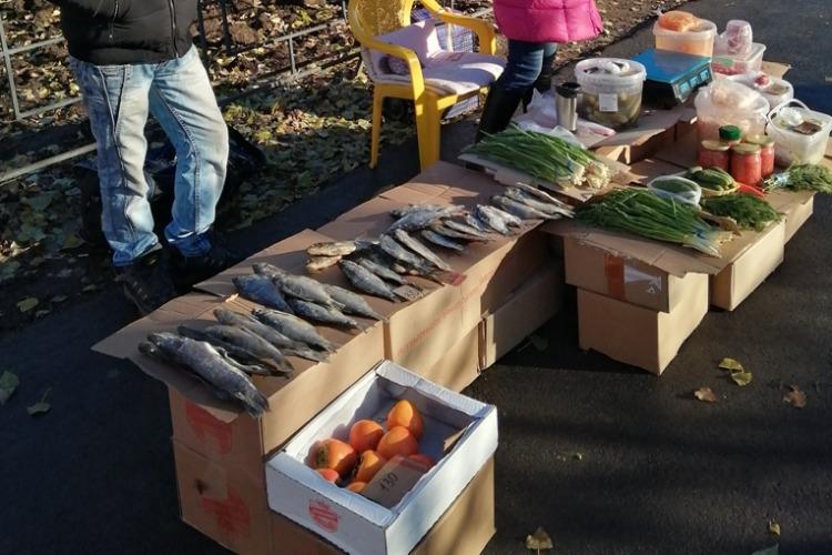 Власти Балакова оштрафовали торговцев сушеной рыбой, соленьями и хурмой