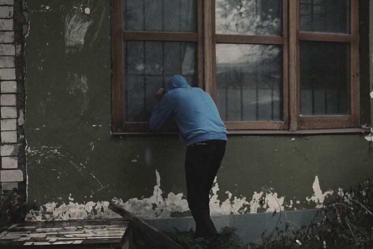 В Балакове двое подростков обокрали квартиру приятеля