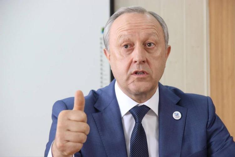 Губернатор удостоил педагога из Балакова почетной награды