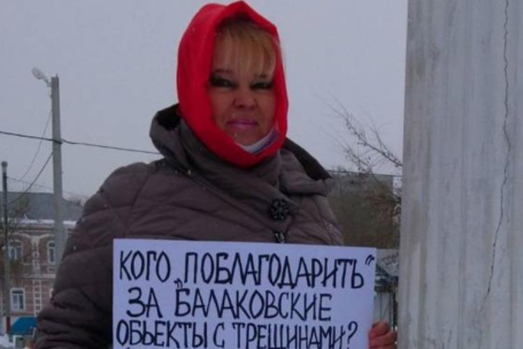 Надежда Познякова пикетировала ионическую колонну в Балакове