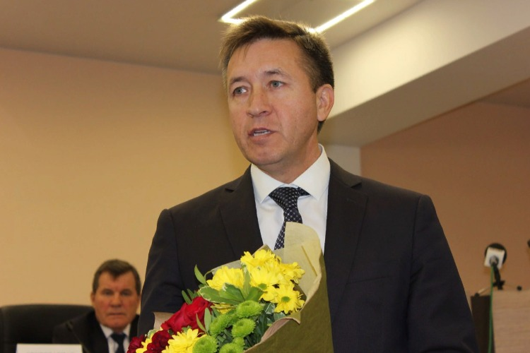Александр Соловьев поздравил жительниц Балакова с Днем матери