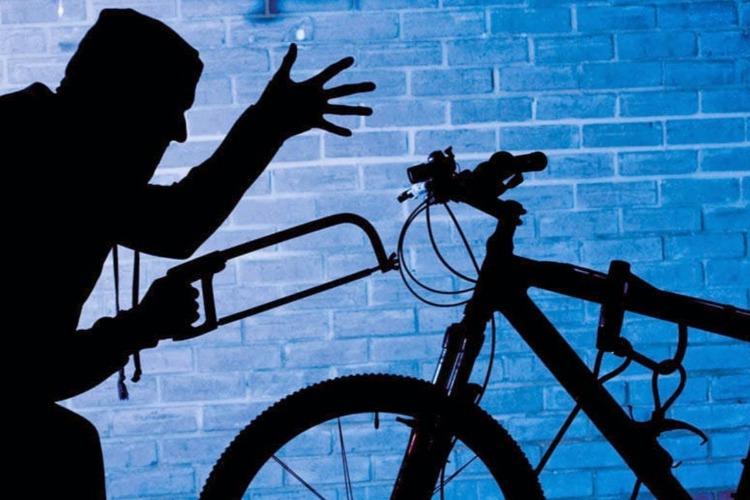 В Балакове вор-рецидивист украл из подъезда велосипед