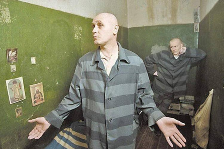 В Балакове мужчина получил по месяцу колонии за каждую кражу. Всего их было 8