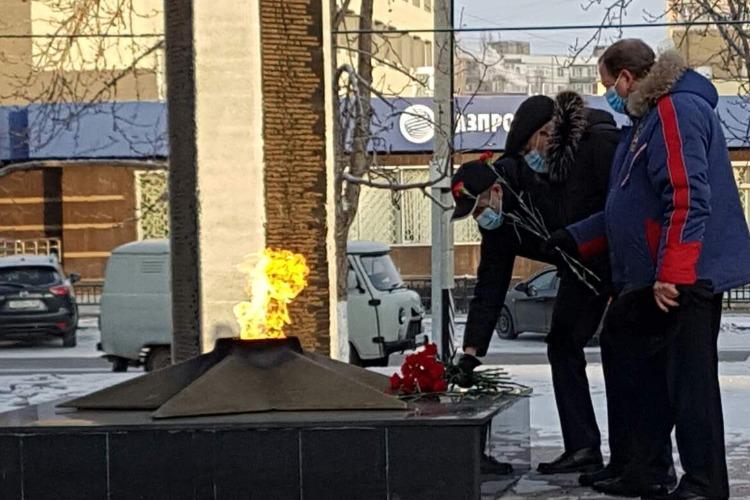 Александр Соловьев возложил цветы к Вечному Огню и памятнику Солдату-победителю