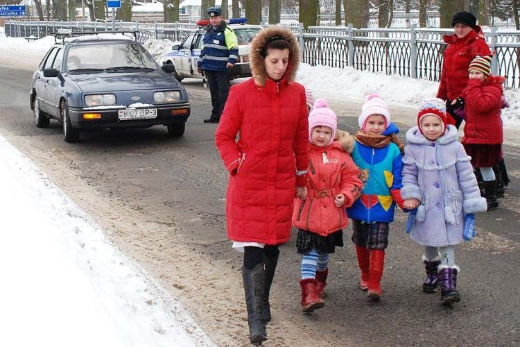 Зимой следите за детьми пуще всего