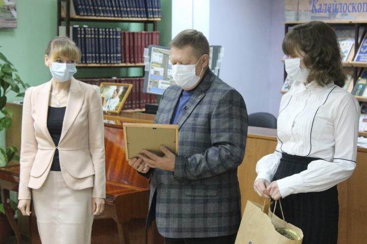 Николай Панков наградил лучших библиотекарей Балакова и района