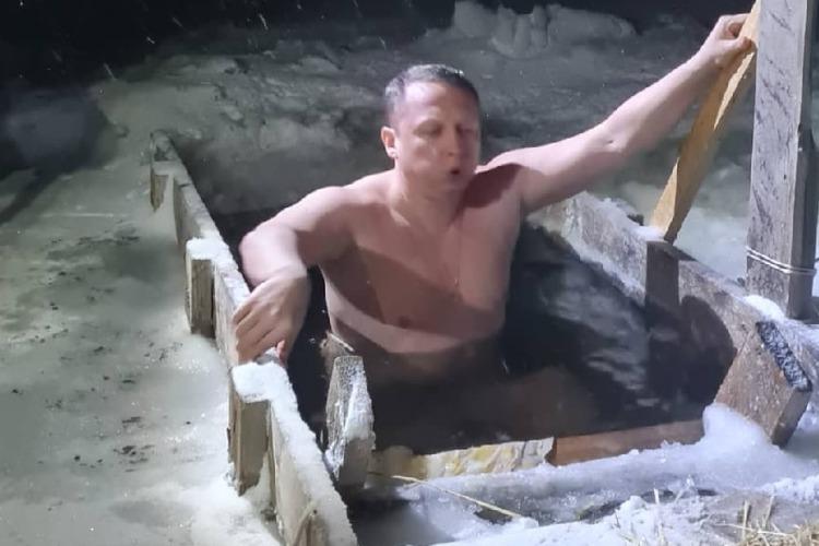 Роман Ирисов уже искупался в крещенской иордани