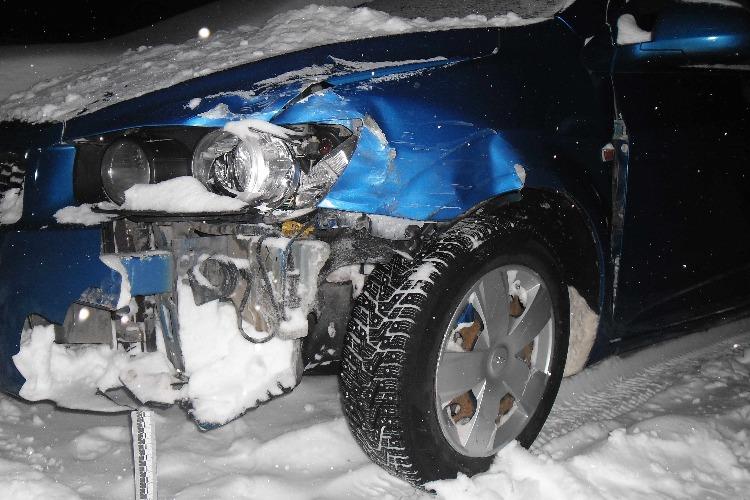 Работник автосервиса угнал машину с СТО, разбил и бросил