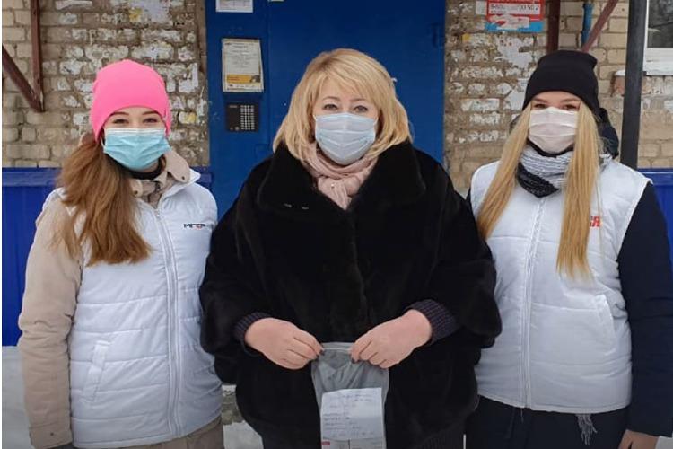 Ольга Болякина и молодогвардейцы доставили лекарства жителям Балакова