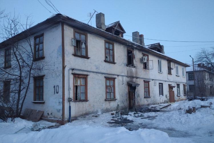 На пожаре в Балакове работали все экстренные службы. Жильцов разместили у родственников и в специализированном пункте