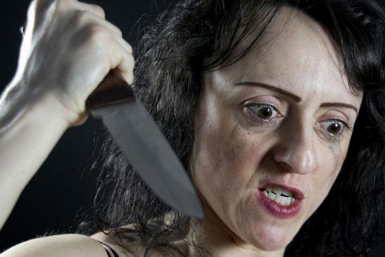 Ранее судимая балаковочка 5 раз ударила ножом возлюбленного