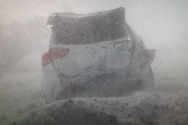 На заснеженной трассе под Хвалынском произошло тройное ДТП