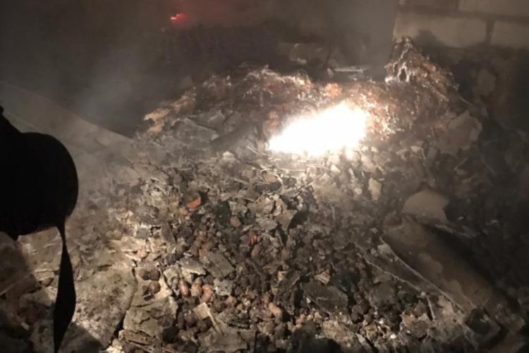 На пожаре в Маянге погибли пенсионерка и ее сын