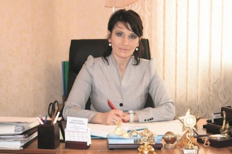 Начальница отдела культуры назначила сестру директором сельского ДК и выписывала ей премии