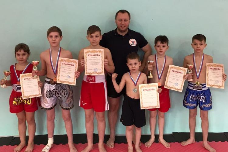 Спортсмены из Балакова завоевали 7 медалей на Чемпионате Саратовской области по тайскому боксу