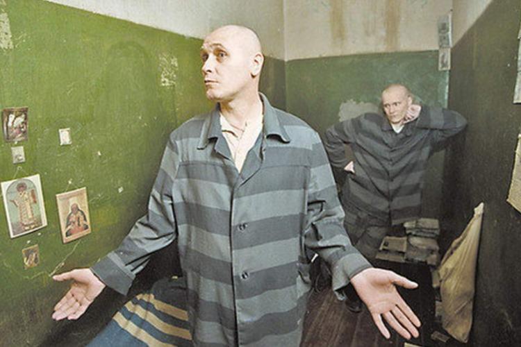 Пьяный житель Балакова украл у мужчины четверть миллиона рублей и избежал тюрьмы