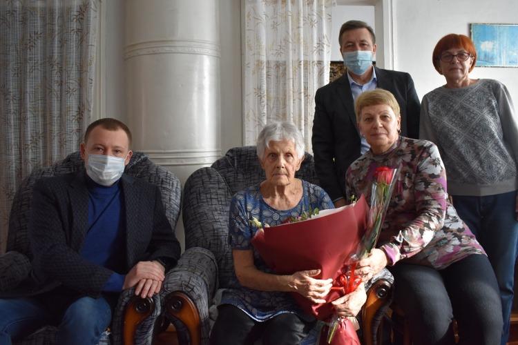 Александр Соловьев поздравил с юбилеем долгожительницу