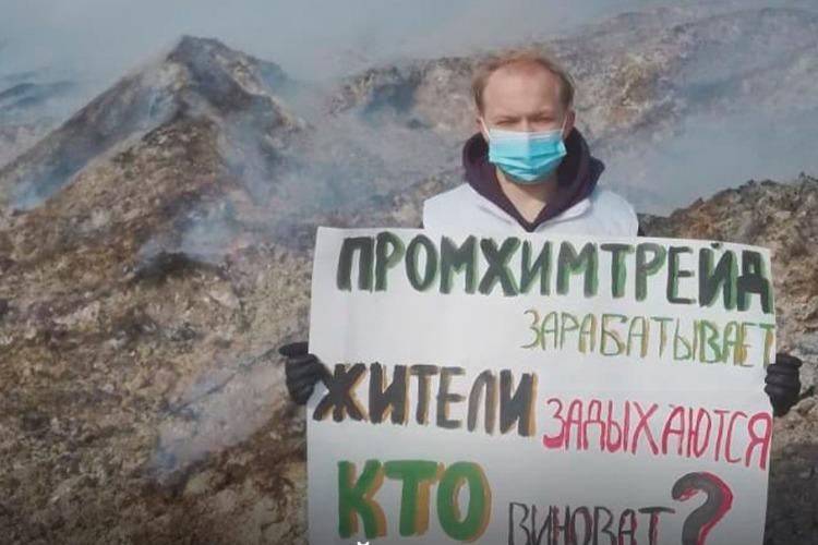 Так быть не должно! Молодогвардейцы пикетировали горы дымящейся лузги