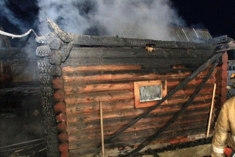 Пожарные тушили загоревшуюся баню в пригороде Балаково