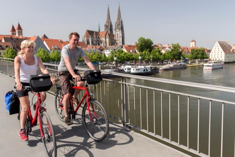 Как шофер российского консульства подсел на велосипеды