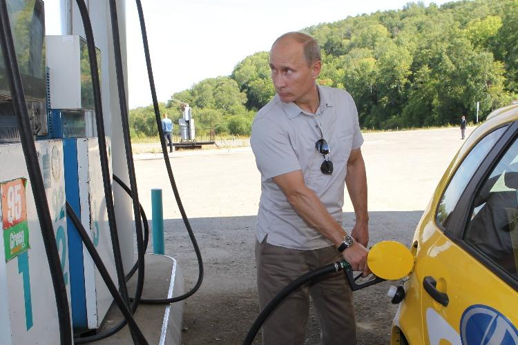 Бензин снова дорожает при любых раскладах. Почему и доколе?