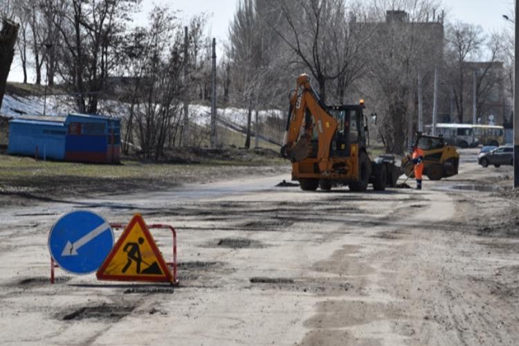 Эти ямы можно победить? Ремонт дорог в Балакове идет без малейших пробок