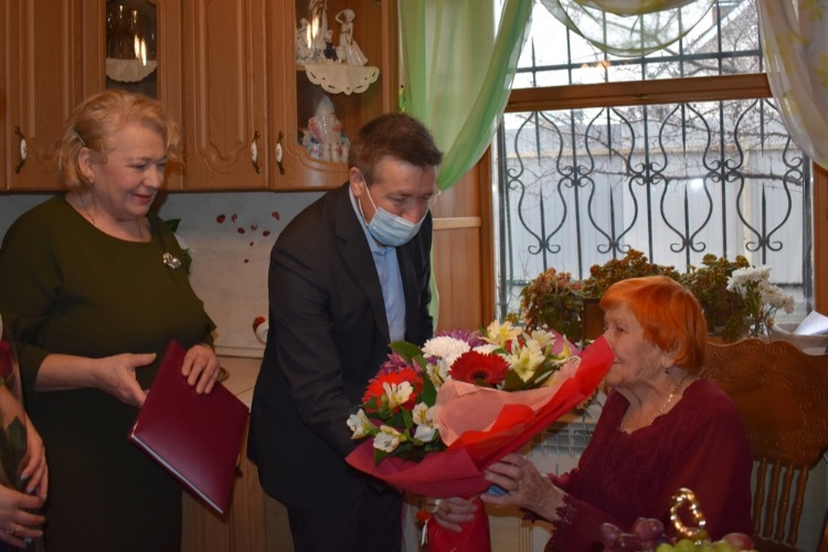 Александр Соловьев поздравил с юбилеем сельчанку-долгожительницу