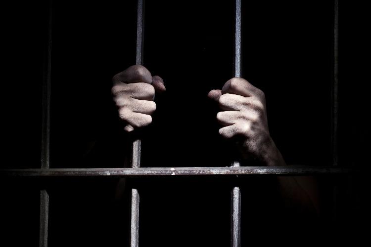 Предприятие поплатилось за задержку зарплаты перед заключенным