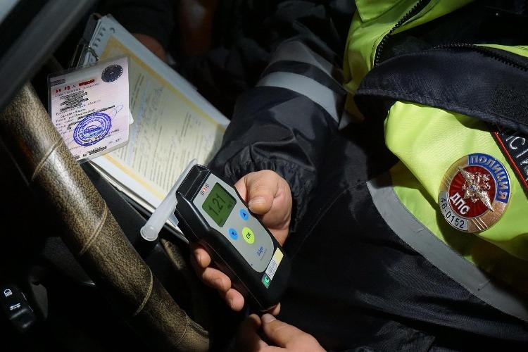 Балаковские инспекторы за сутки остановили 3 пьяных водителей