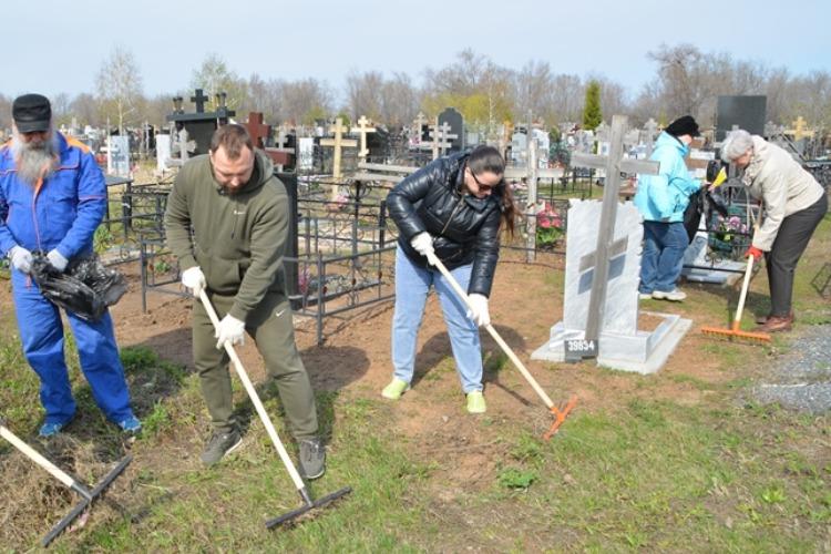 Общественная палата навела порядок на могилах ветеранов