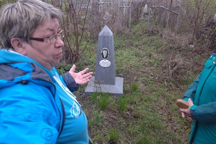 Суть помогла правнучкам отыскать могилу родственника на старом кладбище