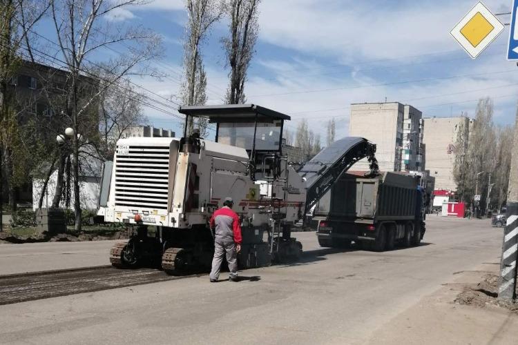 На главной улице Балакова начался долгожданный ремонт