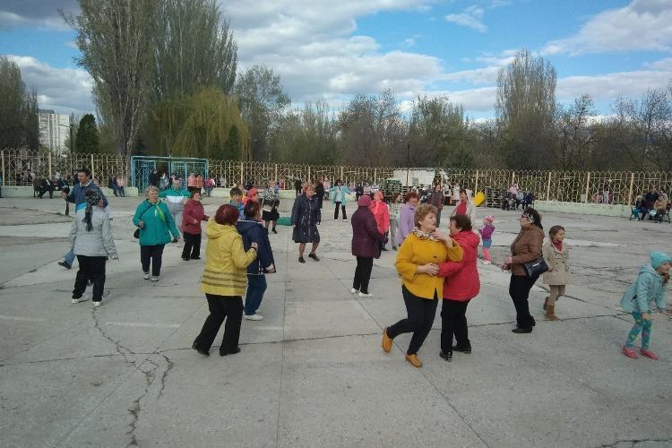 В Балаково открыли танцплощадку в городском парке