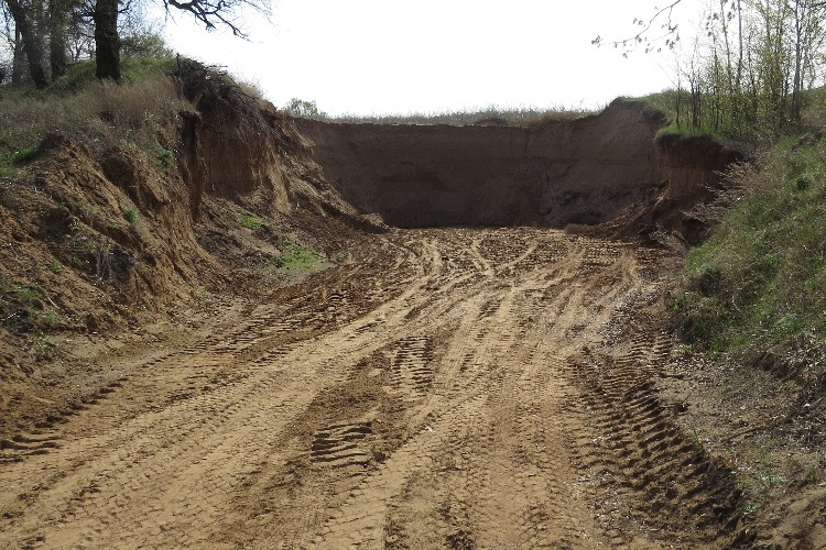 Кто вывозит тоннами песок от Калинихи и Марамыги?