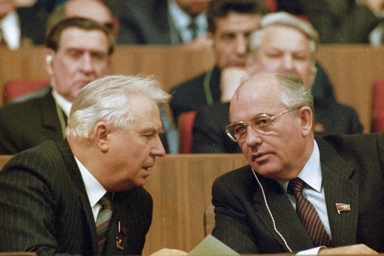 """Что случилось этой ночью. Ушел из жизни Егор Лигачев, автор фразы: """"Борис, ты не прав!"""""""