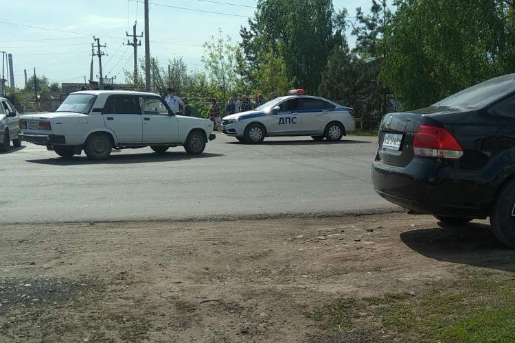В Балаково полицейские закрыли въезд на ветеранское кладбище