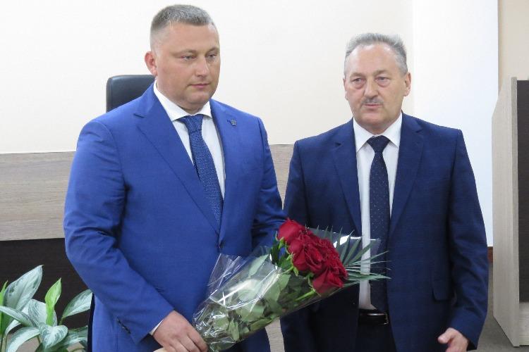 Сергей Грачев вступил в должность главы балаковского района с букетом чайных роз