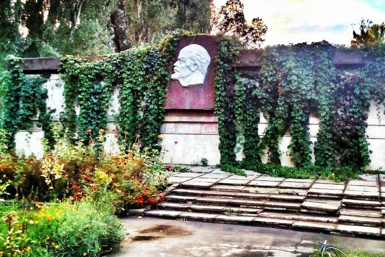 Листая подшивки газет Балакова. Ленин был и остаётся с нами?