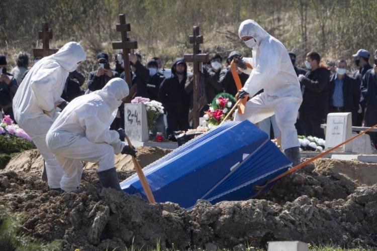 За период пандемии в Балаково скончались 564 больных коронавирусом