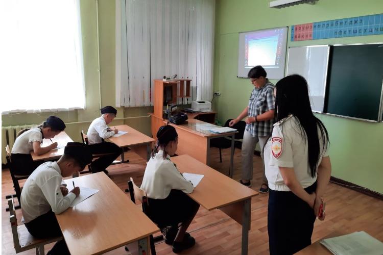 Команда юных инспекторов дорожного движения из Балаково стала лучшей в области