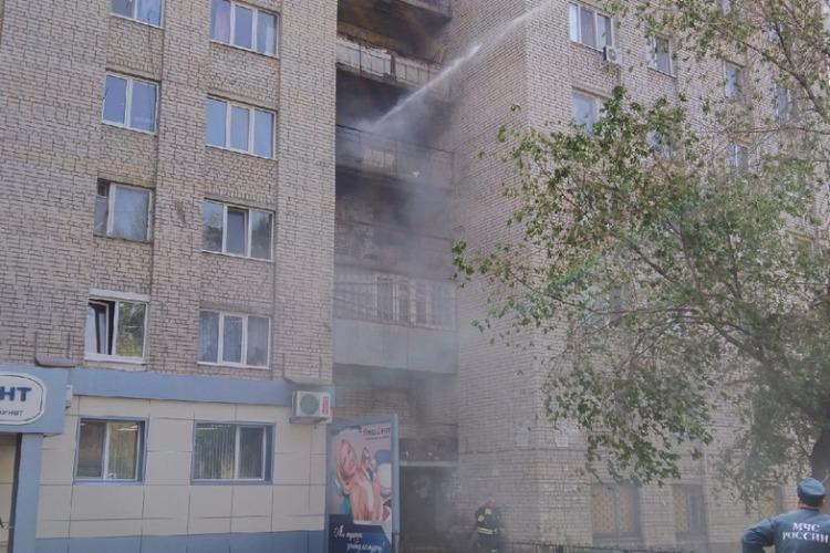В Балаково горел балкон общежития и мусор в районе аэропорта