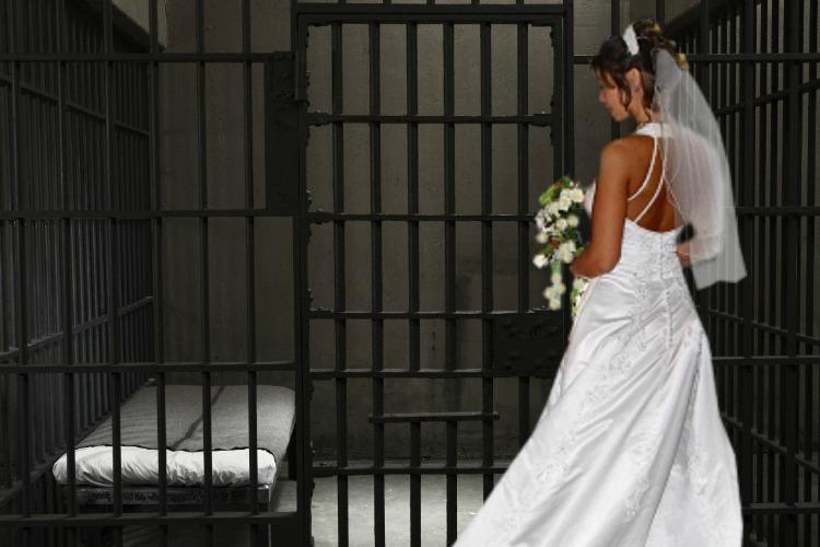 В стенах вольской колонии вышла замуж беременная заключенная