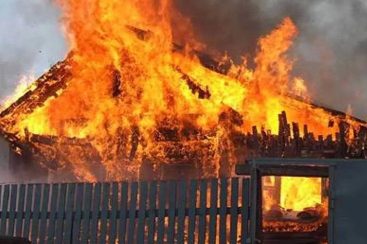 В Балаково горели баня и несанкционированные свалки