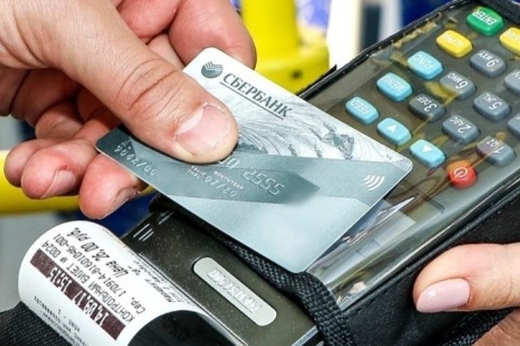 Жителю Балаково грозит 6 лет колонии за шопинг с чужой карты