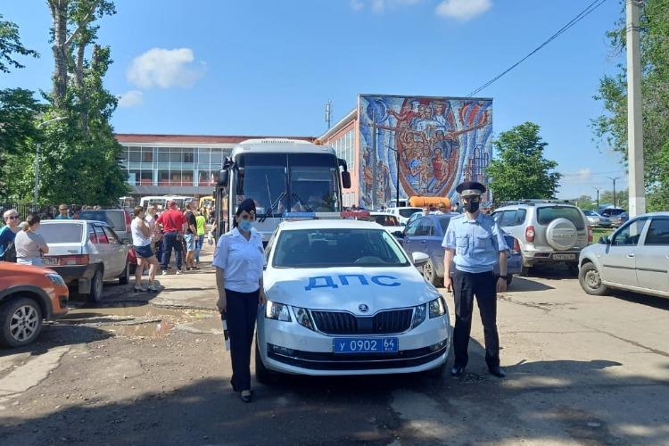Сотрудники госавтоинспекции сопроводили детей в Ласточку
