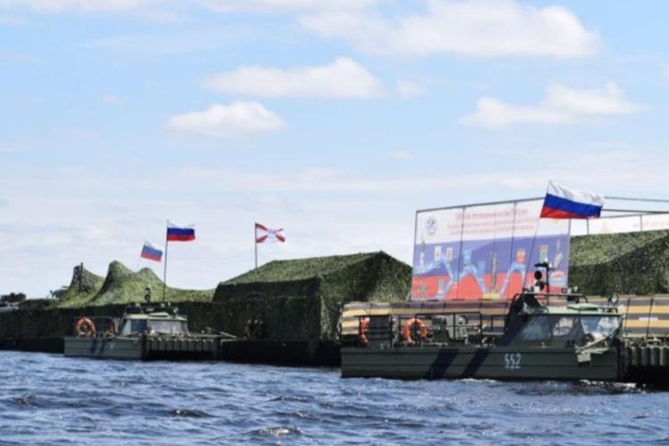 Через час в Балаково причалит Плавучий музей инженерных войск