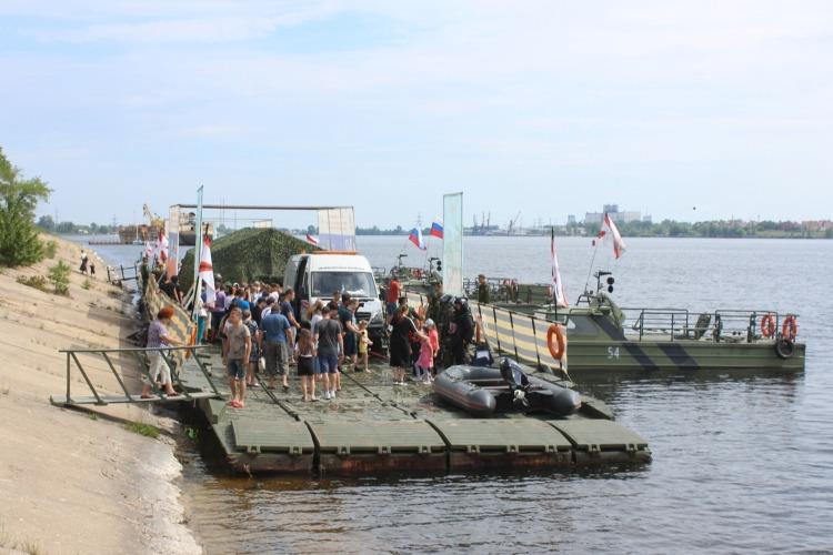 Плавучий музей успели посетить сотни балаковцев. Наш фоторепортаж