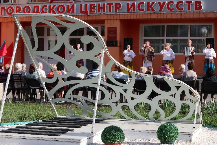 Поздравили земляков с Днем России и закрыли творческий сезон
