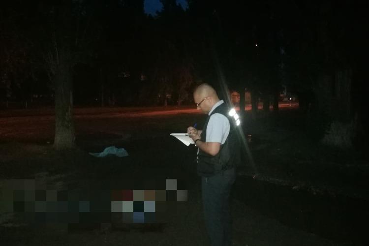 В Балаково возле пятиэтажки нашли тело зарезанного мужчины